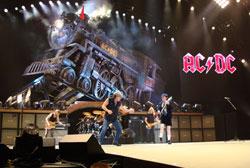 AC/DC Prahoje – rokenrolo traukinio nebesustabdysi!