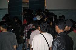 Metalo koncertas Malaizijoje: odinės striukės dėvimos ir +30°C karštyje