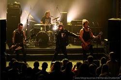 Londono punk roko legendos Lietuvoje – pasiutėliškos linksmybės be skiauterių, languotų kelnių ir žalių batų