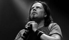 Žymus roko vokalistas Doogie White šią savaitę koncertuos trijuose Lietuvos miestuose