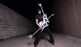 Gitaristas virtuozas Michaelas Angelo Batio Lietuvos publiką stebins originalia dviguba gitara