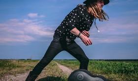 """Išleidžiamas gitaristo Roberto Semeniuko solinis roko albumas """"Backstage Stories"""""""