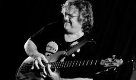 Gitaros korifėjų Joe Satriani ir Steve Vai bendražygis bosistas Stu Hammas koncertuos Lietuvoje
