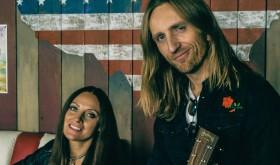 """Gitaristas R. Semeniukas ir dainininkė S. Jonynaitė įrašė """"Metallica"""" dainos """"The Unforgiven"""" akustinę versiją"""